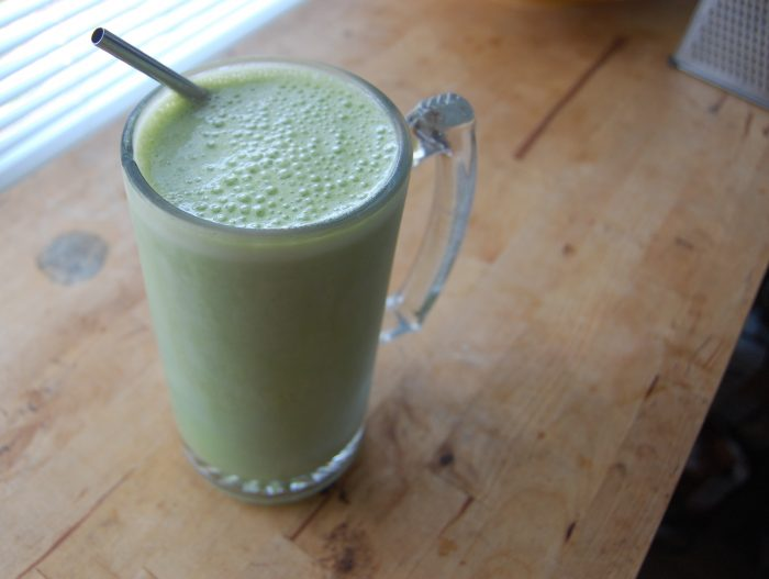 green smoothie with stainless steel straw